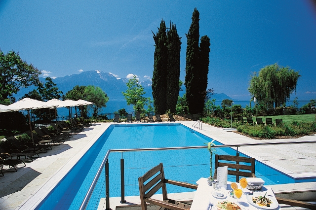 Montreux Palace-lake view from pool