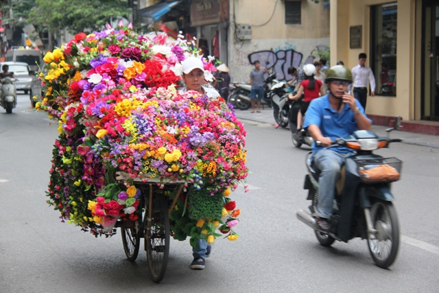 vietnam flower on bike