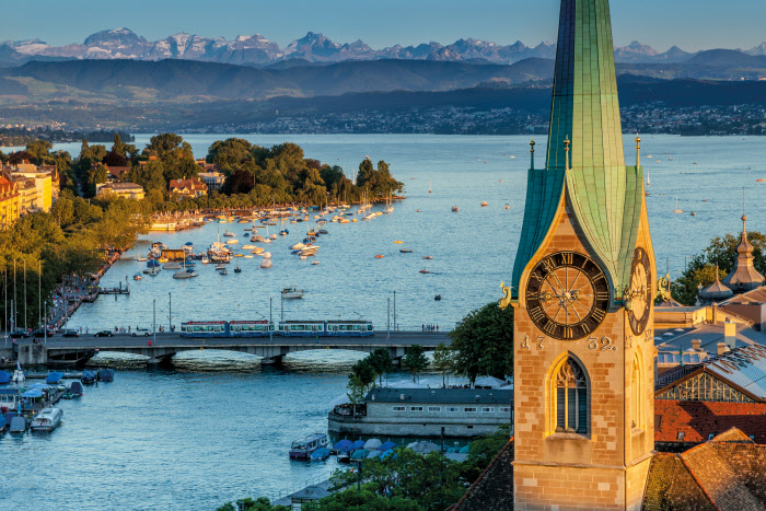 SWISS CITY ZURICH Schweiz. ganz natuerlich. Zuerich mit Sicht auf Quaibruecke und Alpen. Switzerland. get natural. Zurich with view of Quaibruecke and Alps. Suisse. tout naturellement. Zurich avec vue sur Quaibruecke et les Alpes. Copyright by: Switzerland Tourism - By-Line: swiss-image.ch/Jan Geerk