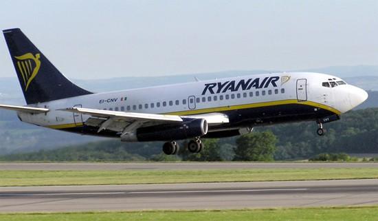 2-20-09-ryanair-plane