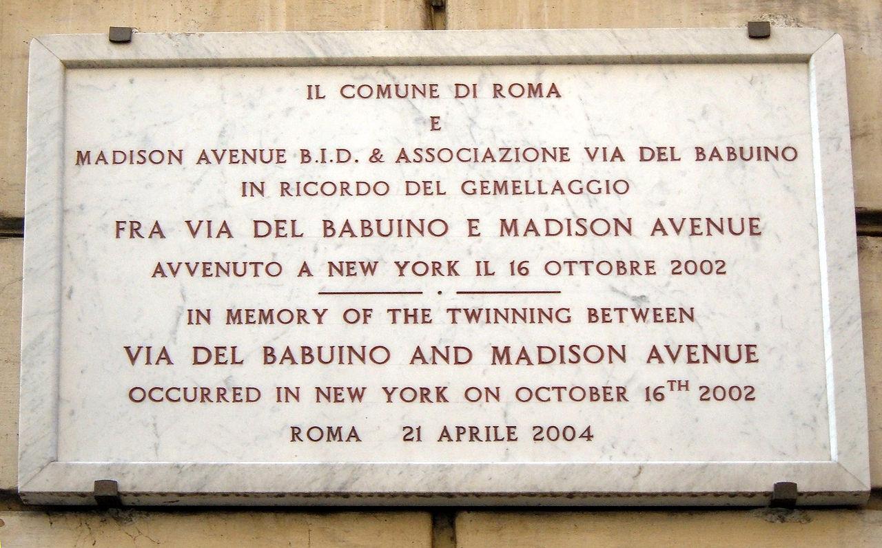 1280px-Gemellaggio_Via_del_Babuino_(Rome)_-_Madison_Avenue_NY