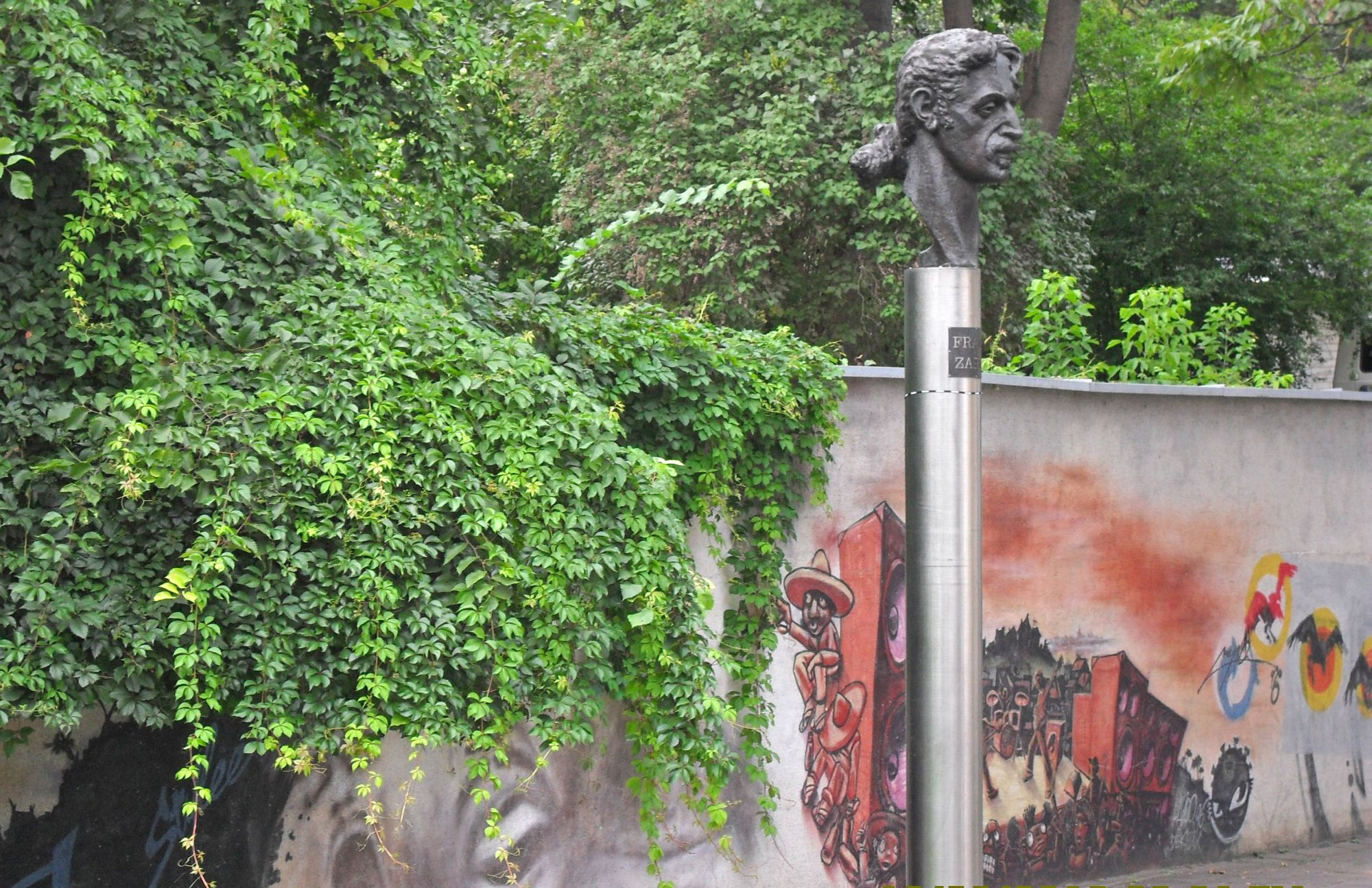 Monument-to-Frank-Zappa
