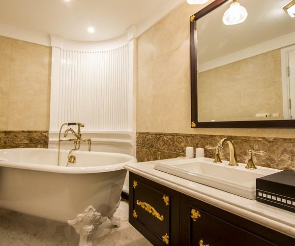 Bathroom_Exe_+_Grand_Exe