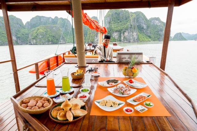 L'Azalée+Cruises_Private+Cruise_F&B_Buffet+Setup+(3)