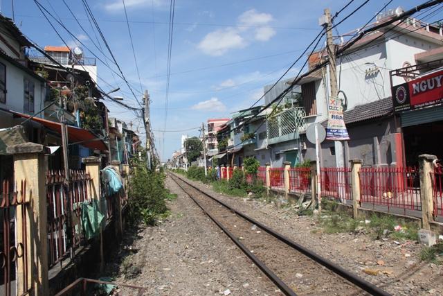 Phu Nhuan railway track.PG
