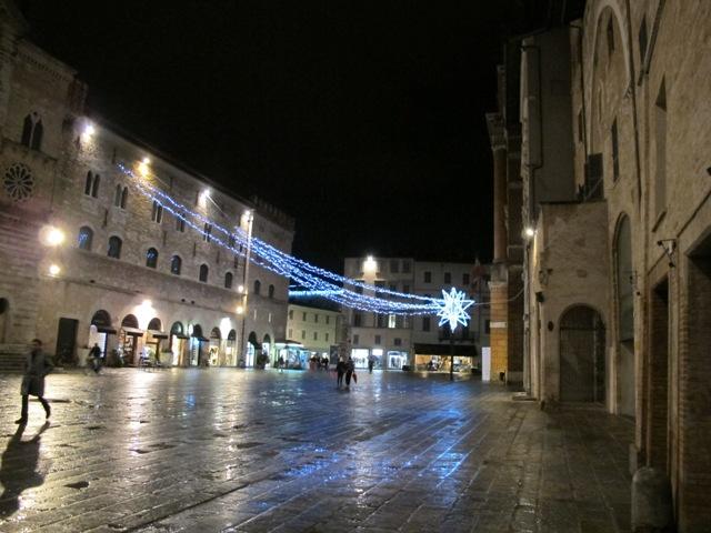 Foligno,_piazza_della_repubblica_02