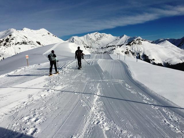 Sameons snowshoing