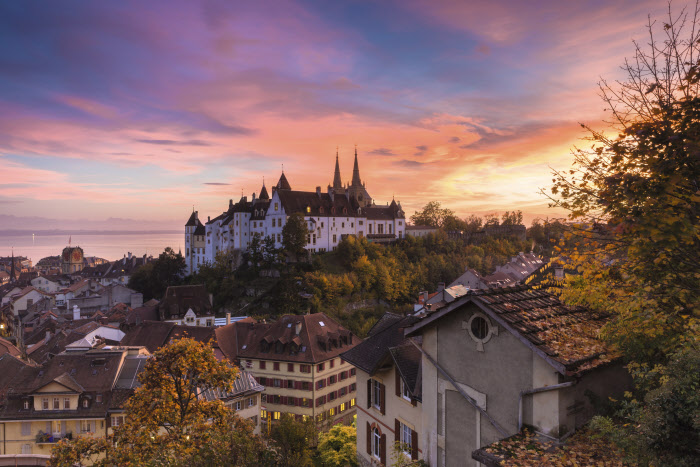 Switzerland. get natural. Neuchatel and it's castle in the light of an evening. Today the castle hosts the government and the parliament of the canton. Schweiz. ganz natuerlich. Das Schloss welches Neuenburg seinen Namen gab, im Abendlicht. Heute ist das Schloss der Sitz der Kantonsregierung und des Kantonsparlamentes. Suisse. tout naturellement. Le chateau qui a donne son nom a Neuchatel, dans la lumiere du soir. Auhourd'hui, le chateau est le siege du gouernement cantonal et le parlement cantonal. Copyright by: Switzerland Tourism - By-Line: swiss-image.ch / Andreas Gerth