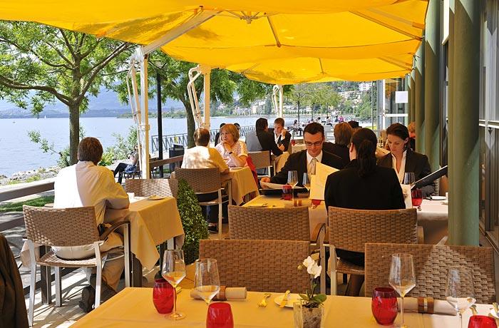 restaurant-o-terroirs-terrasse-clients