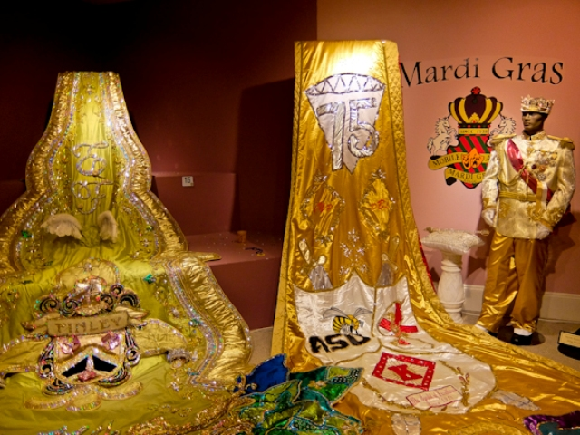 mardi-gras-costumes